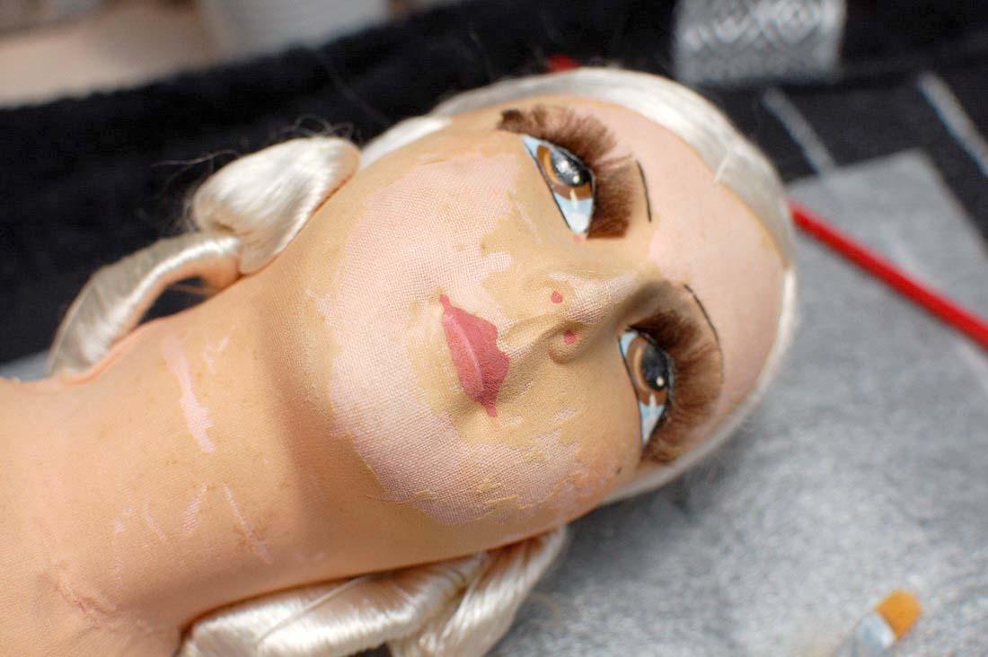 фотография головы антикварной будуарной куклы