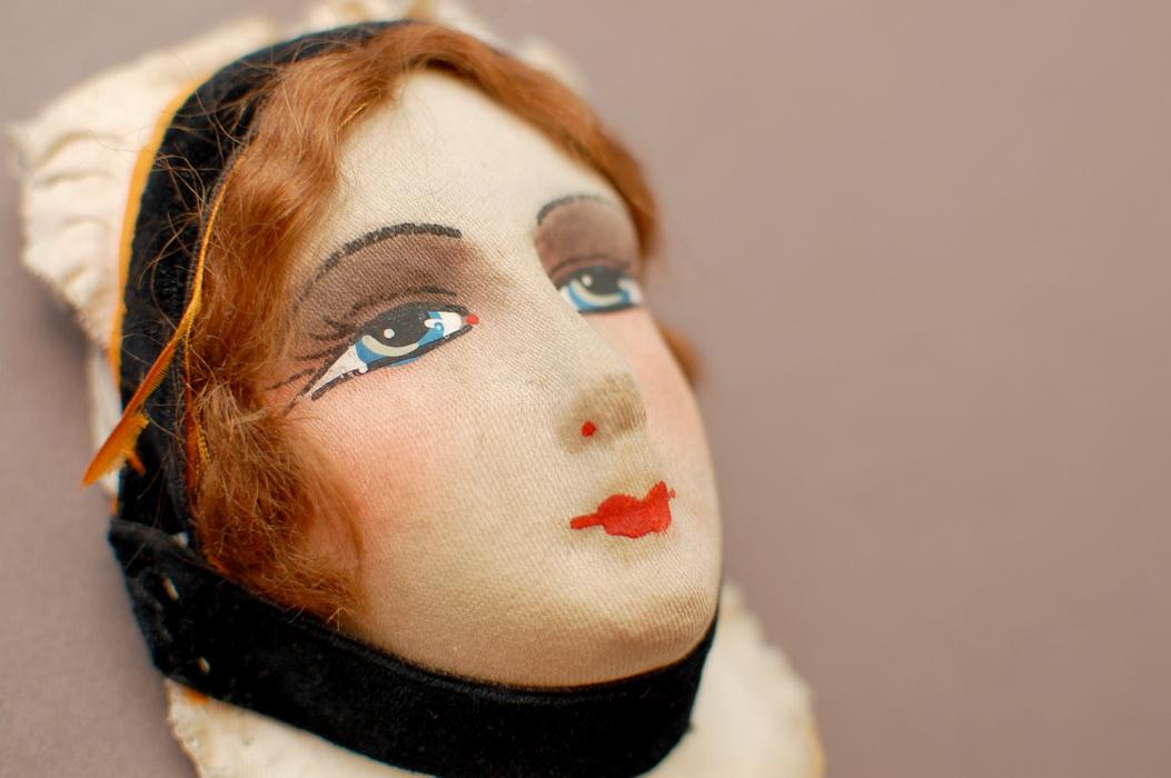 фотография маски антикварной будуарной куклы