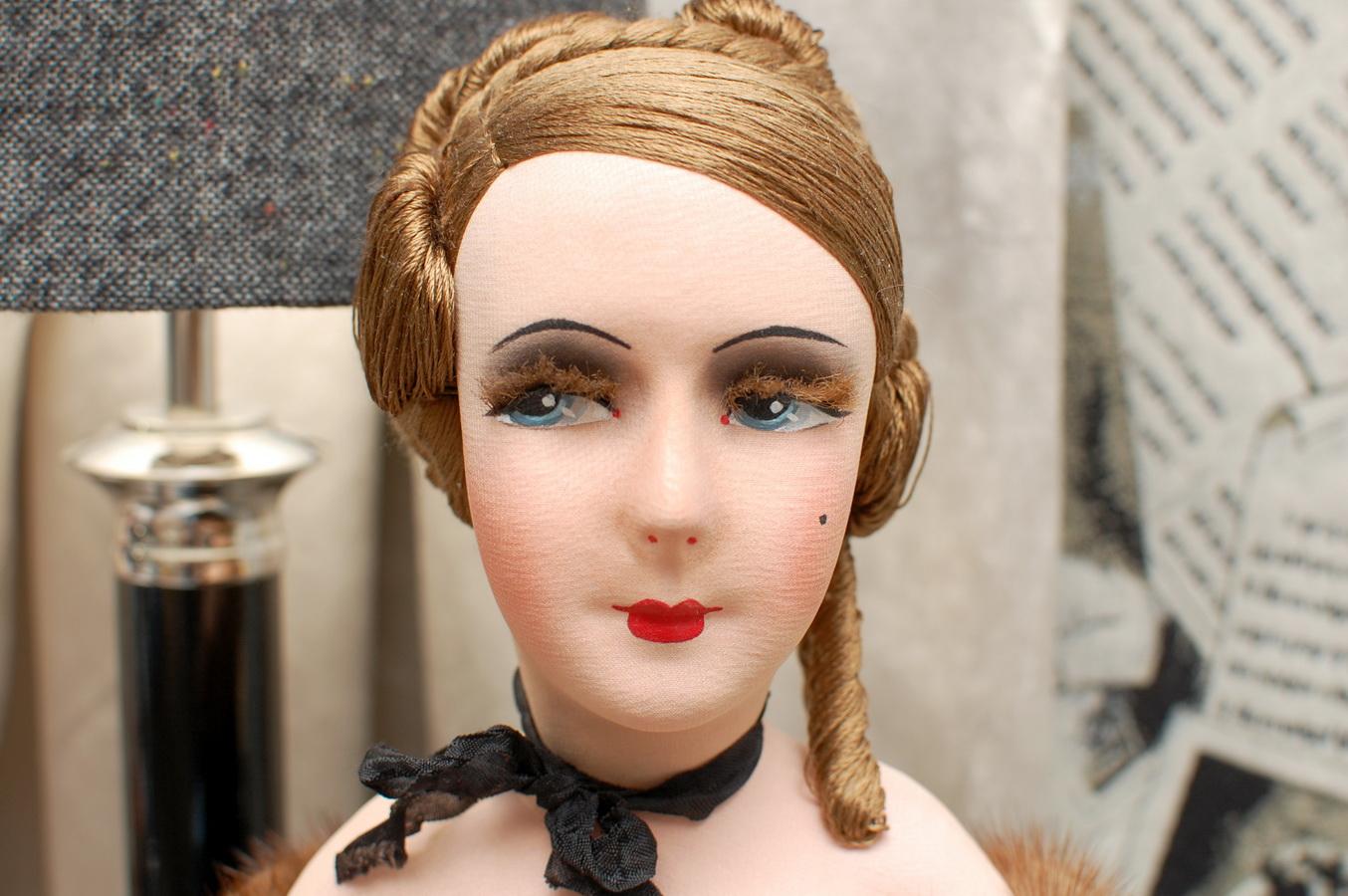 фото красивой интерьерной будуарной куклы Bess