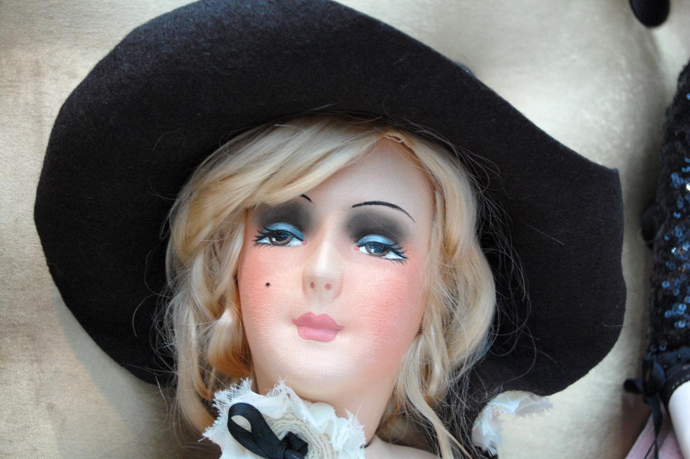 фото будуарной куклs похожей на Мерлин Монро