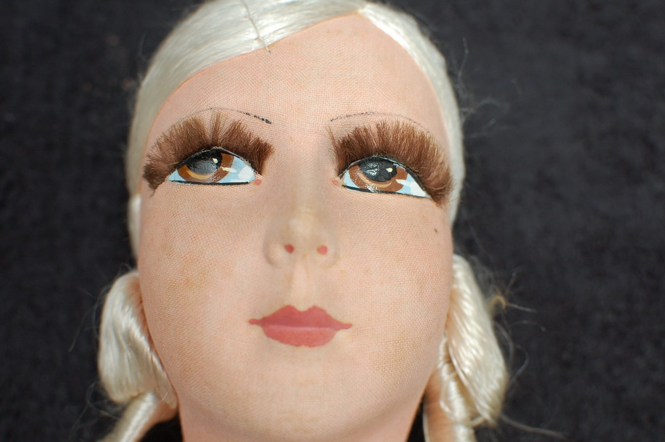 роспись лица текстильной куклы красками