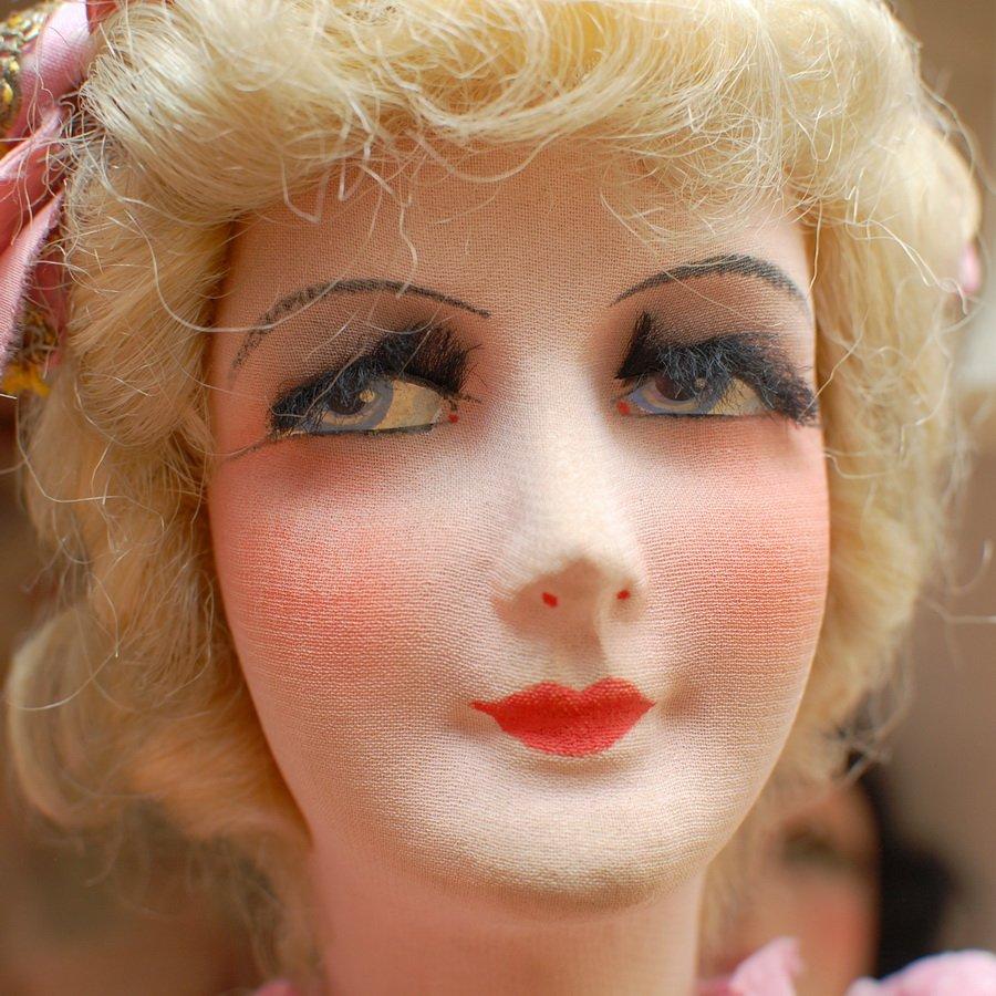 будуарная кукла с вставными ресницами