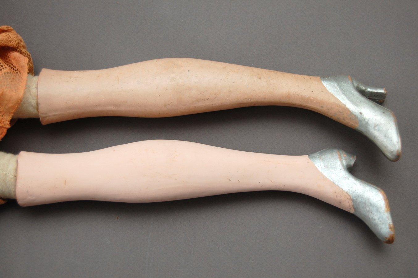 ноги будуарной куклы до и после чистки
