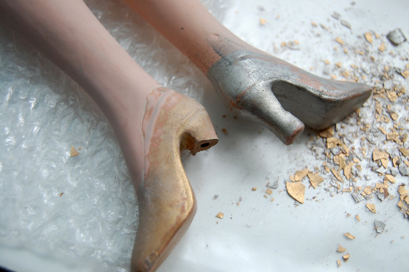ремонт ноги антикварной будуарной куклы