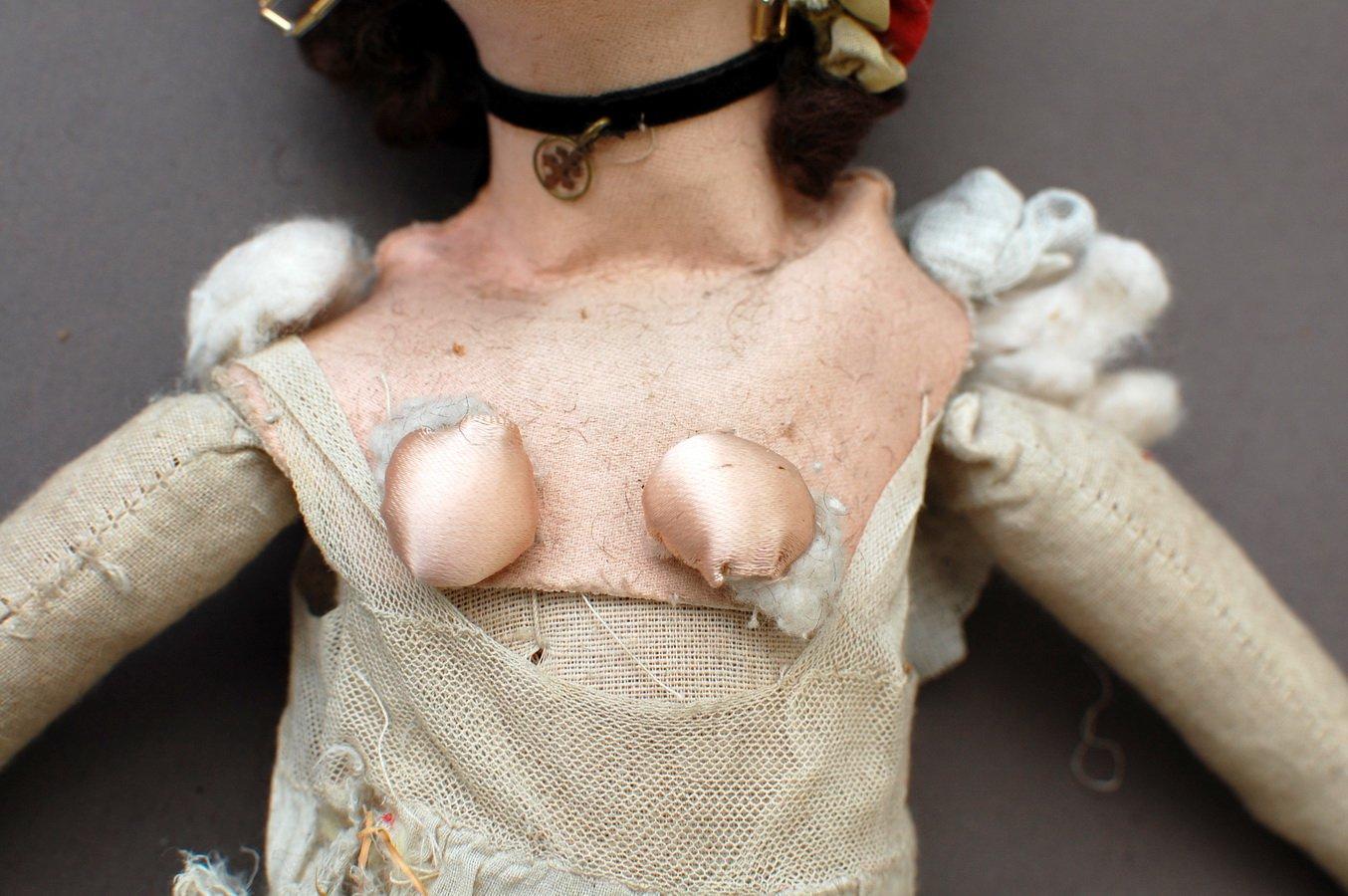 тело с грудью у куклы