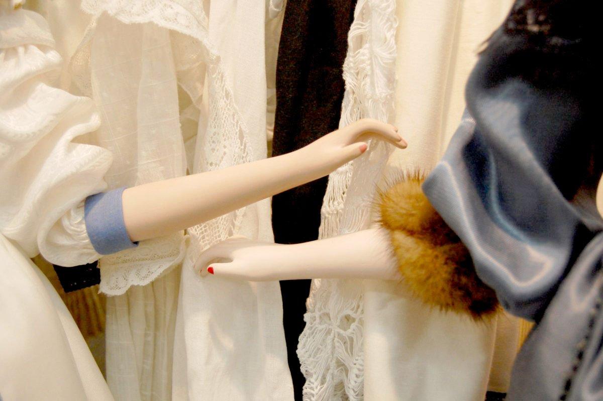 руки будуарных кукол