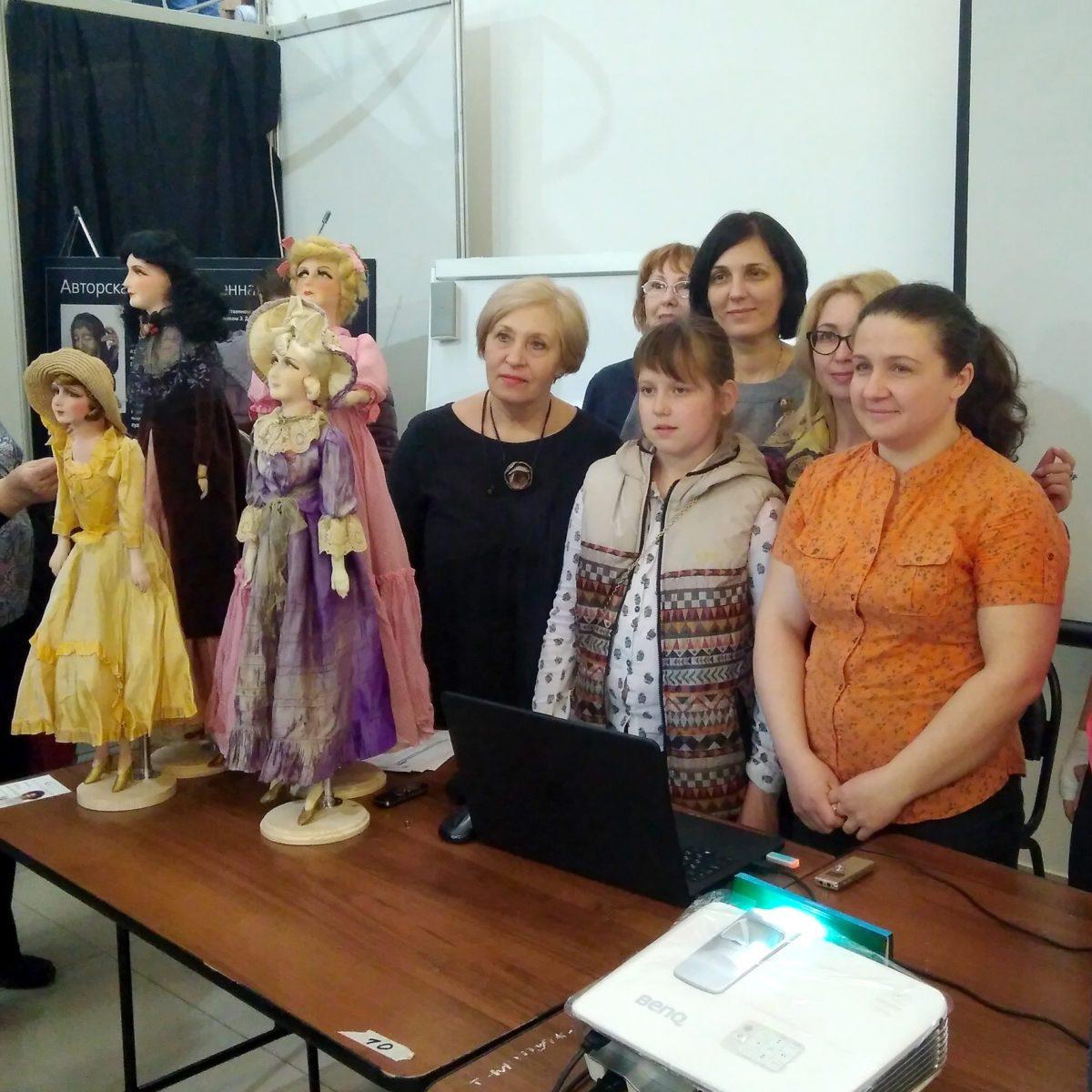 1 учебный форум на кукольной выставке Мосфеер
