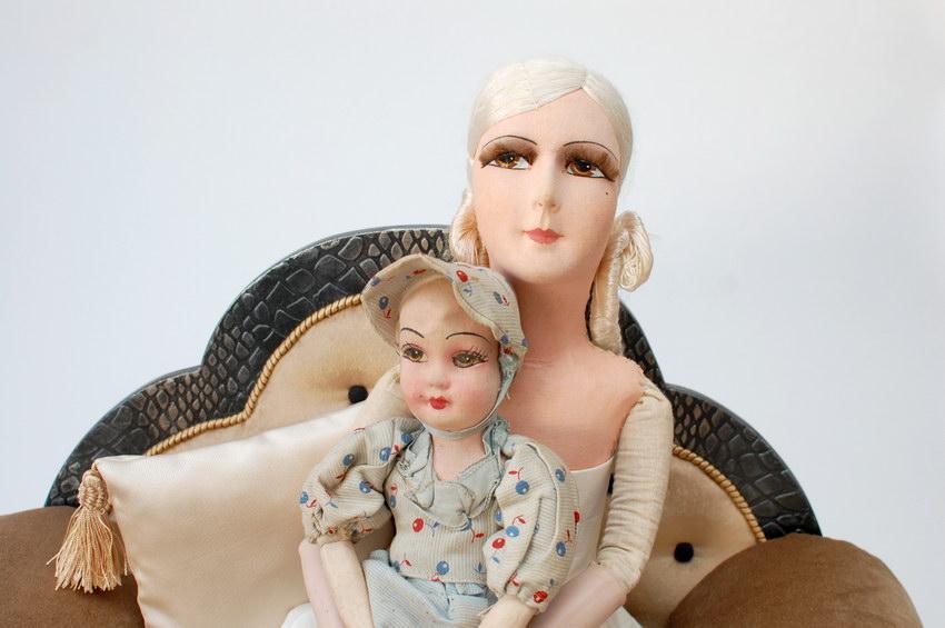 будуарные куклы в кресле