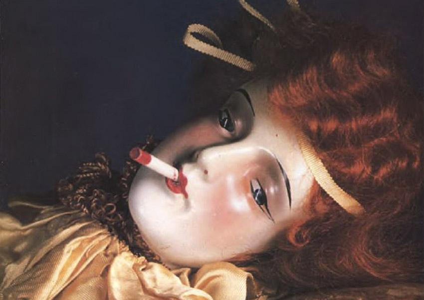 анита с сигаретой