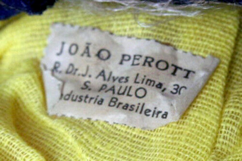 бирка на одежде куклы из Бразилии