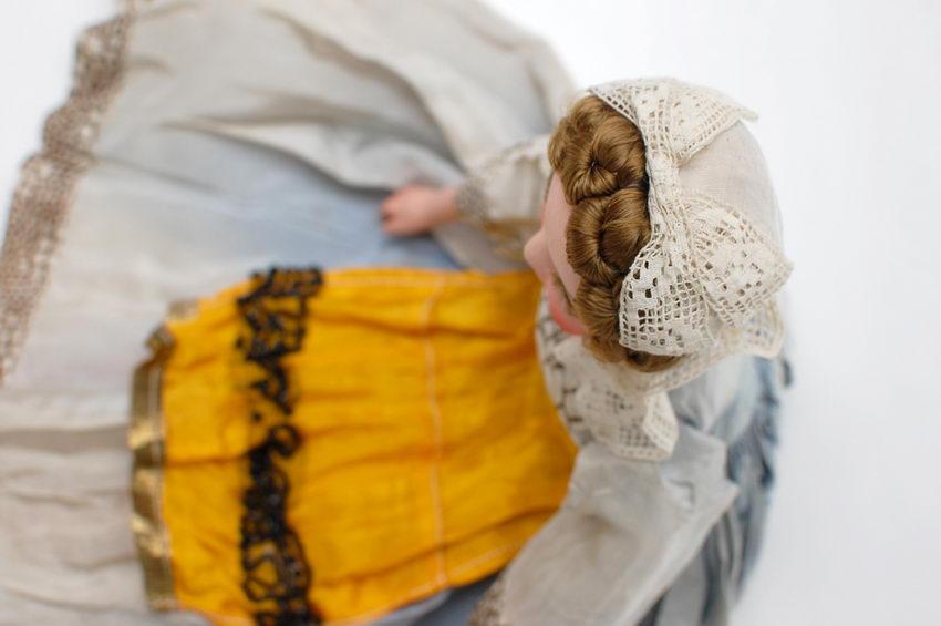 оформление головы будуарной куклы