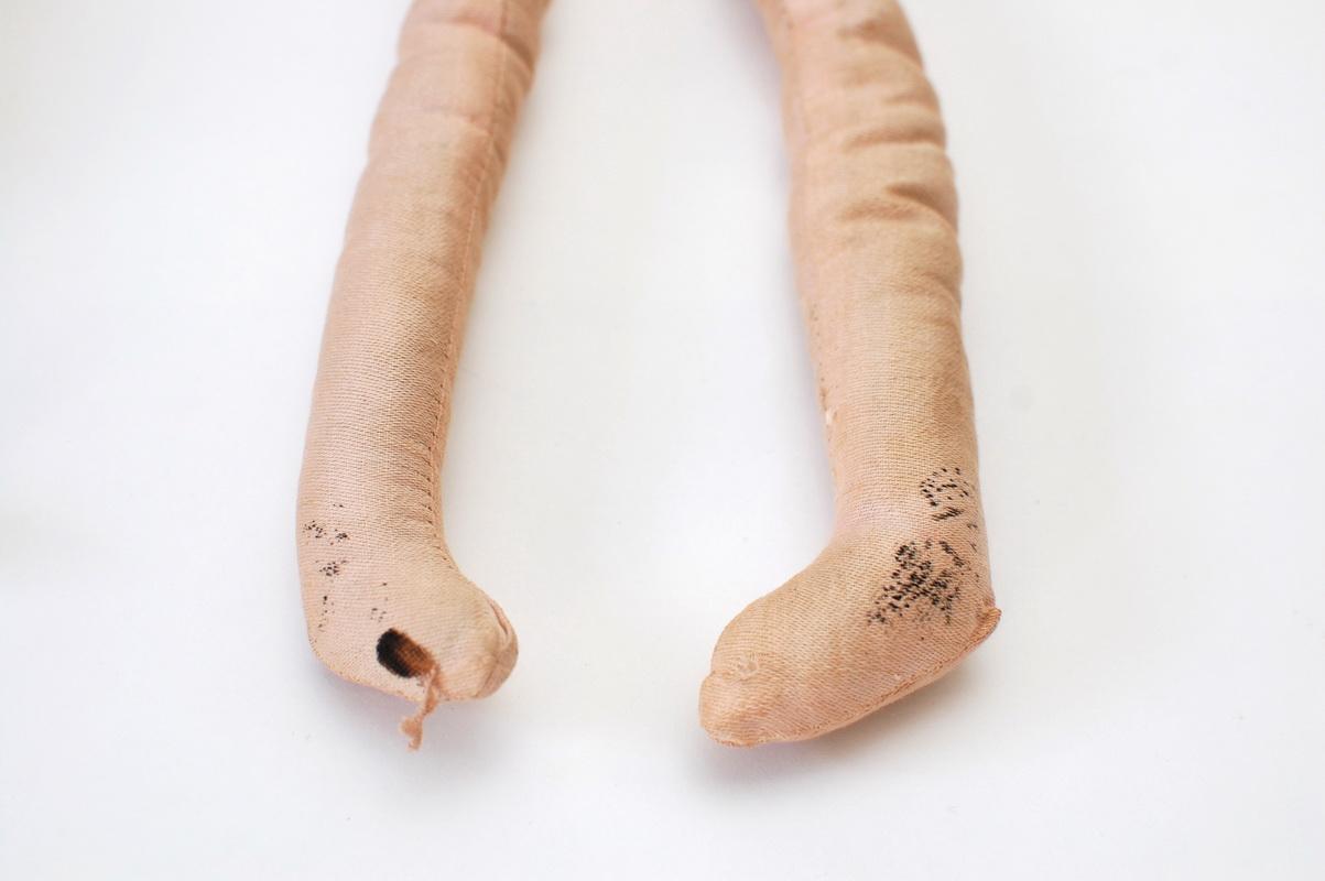 ноги будуарной куклы из ткани